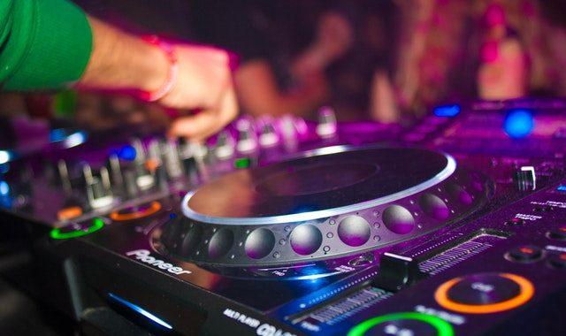 Arizona's Rising Star Wedding DJ